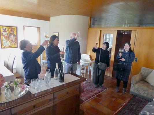 Huber さん宅訪問。ワインをごちそうになる(写真提供:Mさん)