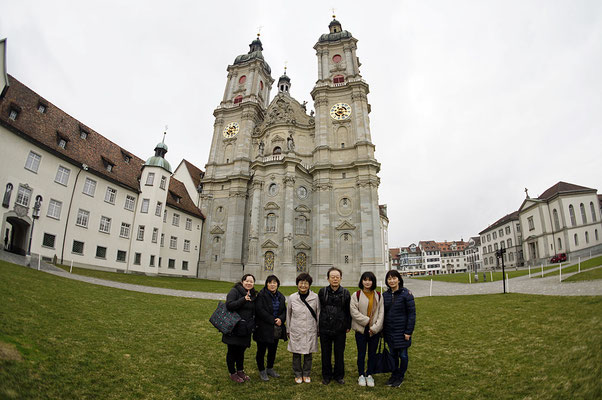 St. Gallen での集合写真。背景を強調