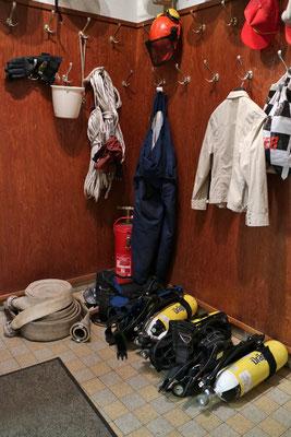 Um defekte, verbrauchte Gerätschaften zu tauschen oder eingesetzte Kleidung zu lüften, bleibt nur die normale Garderobe.