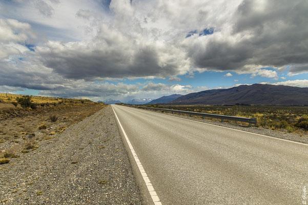 Hunderte von Kilometern geht es nur geradeaus, wie mit dem Lineal gezogen