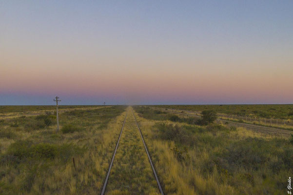 stundenlang fährt der Patagonienzug durch die einsame Steppe