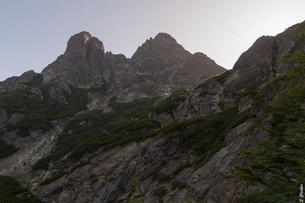 Unterhalb des Cerro Negro liegt das Refugio, dort müssen wir hoch
