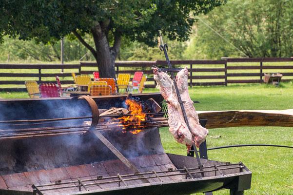 In Mendoza kommt traditionell Ziegenfleisch auf den Grill.