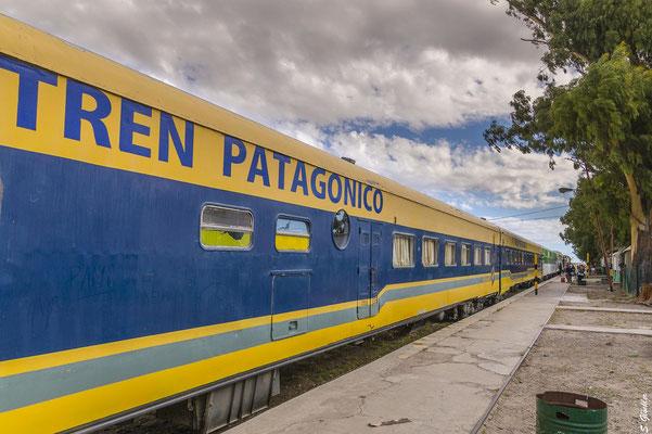Zur Abfahrt bereit: der Tren Patagónico am Bahnhof von Viedma