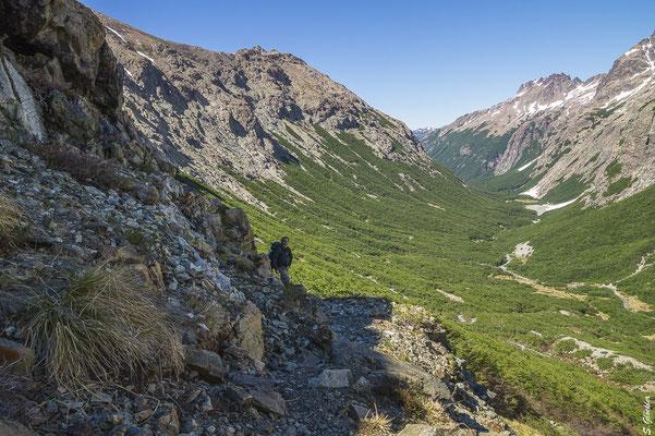 Steiler Abstieg vom Paso Schweitzer ins Casalata-Tal