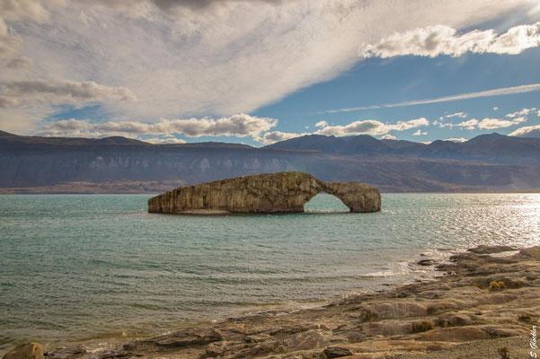 """""""Arco de Piedra"""", Lago Posadas"""