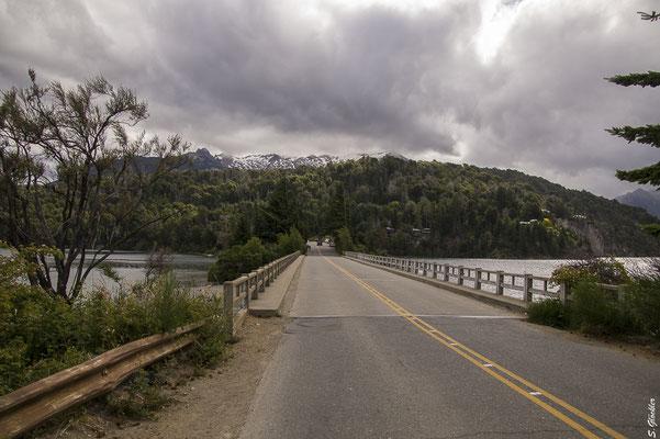 Brücke über dem Lago Moreno