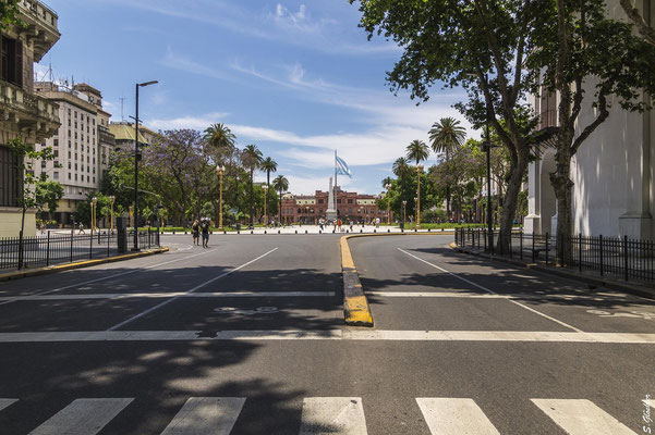 Av. de Mayo mit Plaza de Mayo