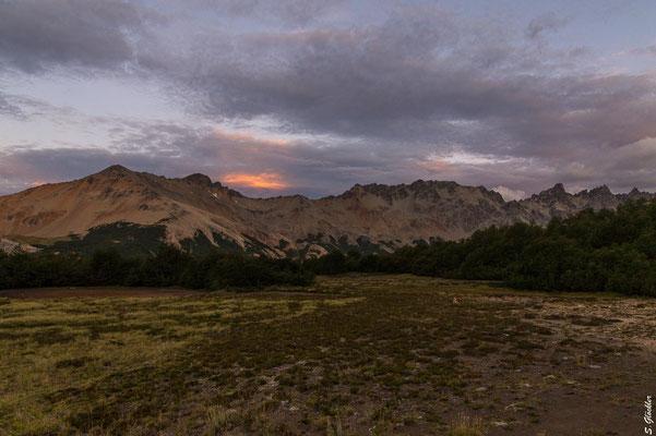 Campingzone Mallín de las Vueltas, Blick auf die Cuernos del Diablo (Hörner des Teufels)