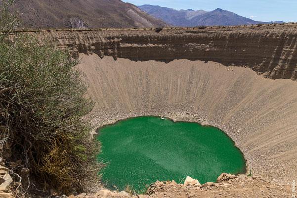 Je nach Lichteinfall schimmert das Wasser grün, türkis oder blau