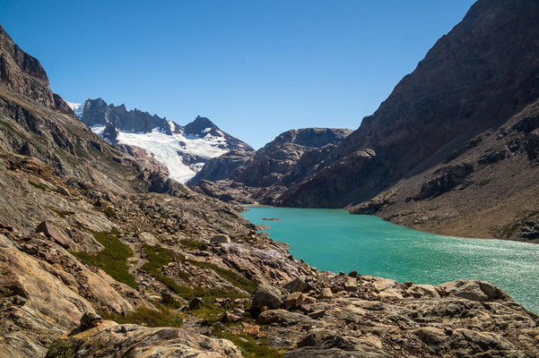 Die Wanderung zur Laguna Pollone führt am Río Eléctrico durch das Tal, den Marconi Gletscher immer im Blick