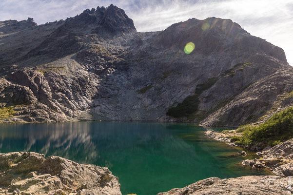 Laguna Negra: Der Weg zum Cerro Bailey Willis schlängelt sich zwischen den Felsen hindurch.
