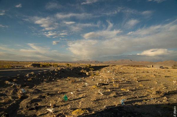 Außerhalb von Uyuni, Plastik wohin man auch schaut