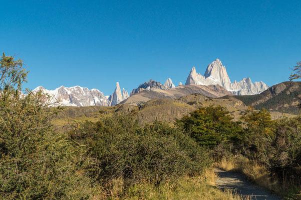Ausgangspunkt für die Tour zum Loma del Pliegue Tumbado: bei gutem Wetter sieht man das schöne Granitmassiv
