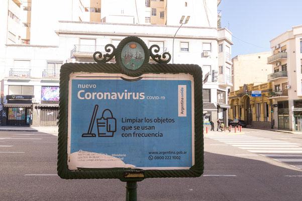 Das Virus ist in der ganzen Stadt präsent, hier die Empfehlung, Alltagsgegenstände regelmäßig zu reinigen