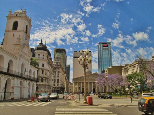 Zentrum von Buenos Aires mit dem Cabildo (ehemaliges Rathaus)
