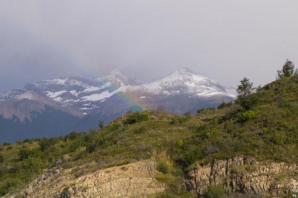 Regenbogen in der Nähe des Gletschers