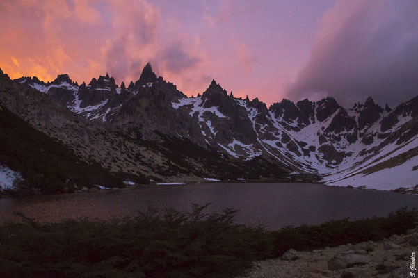 Sonnenaufgang am Refugio Frey, Laguna Toncek