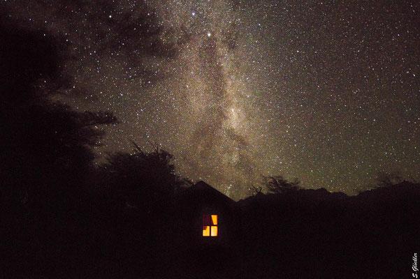 Milchstraße über dem Refugio Quetro, Nationalpark Perito Moreno