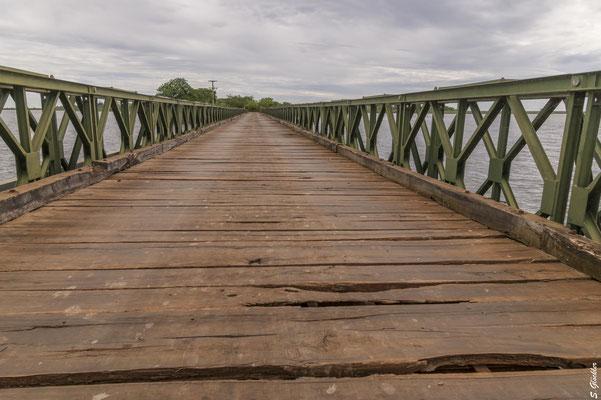 Brücke auf dem Weg nach Carlos Pellegrini