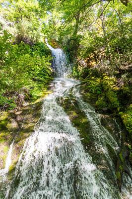 Der Weg führt vorbei an zauberhaften Wasserfällen