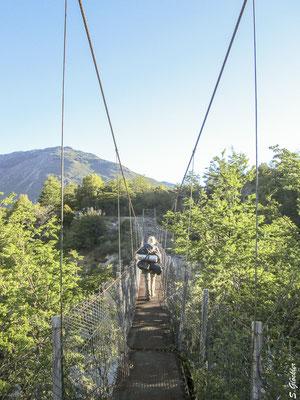 Auf der anderen Seite des Río Manso liegt der Zeltplatz Los Césares