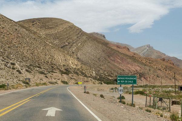 ...und den Schildern Richtung Paso Pehuenche / Chile folgen.