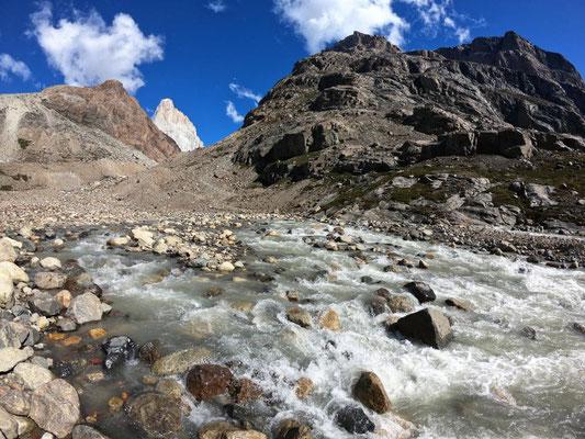 Río Pollone, im Hintergrund der Fitz Roy