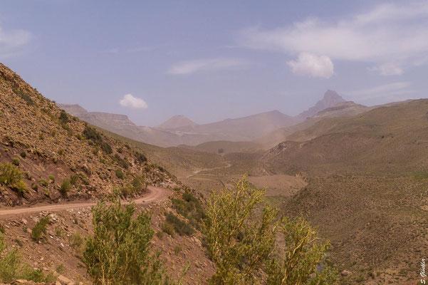 Ein erster Blick auf den faszinierenden Gipfel des Cerro Campanario.