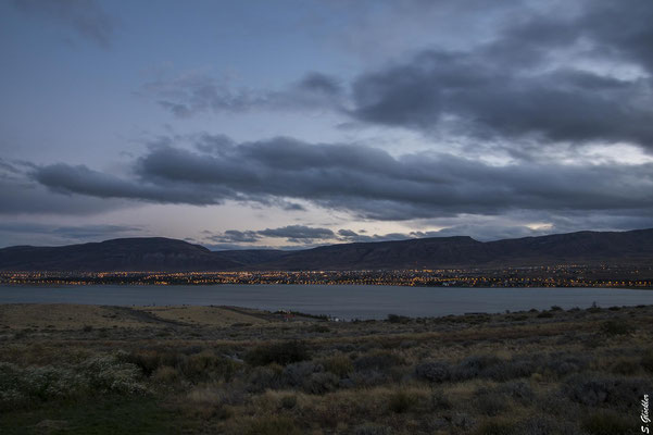 El Calafate & Lago Argentino in der Dämmerung