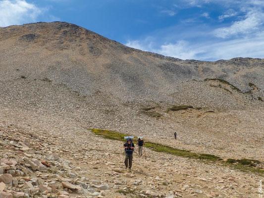 Der erste Teil des Abstiegs ist geschafft. Es geht in den valdivianischen Regenwald, wo es noch steiler wird.