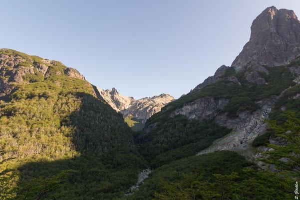 Blick auf den Cerro Negro, in der Bildmitte der Aufstieg zum Cerro Navidad (Weg zum Refugio Jakob)