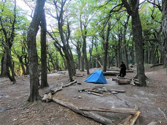 Campamento Poincenot, corona-bedingt wie leergefegt (normalerweise stehen hier die Zelte dicht an dicht)