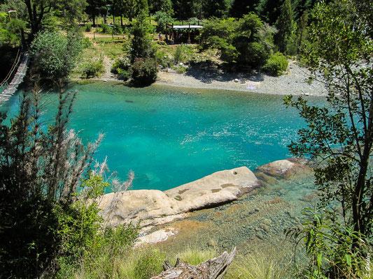 Wandern bei El Bolsón: die Flüsse schimmern in den schönsten Türkistönen