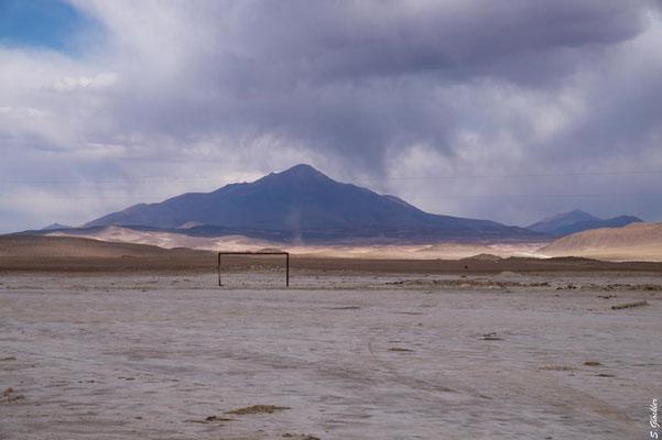 Fußballplatz auf 4000 m., Bolivien