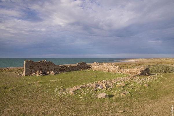 überall stehen noch die Ruinen des ehemaligen Fischerdorfes...