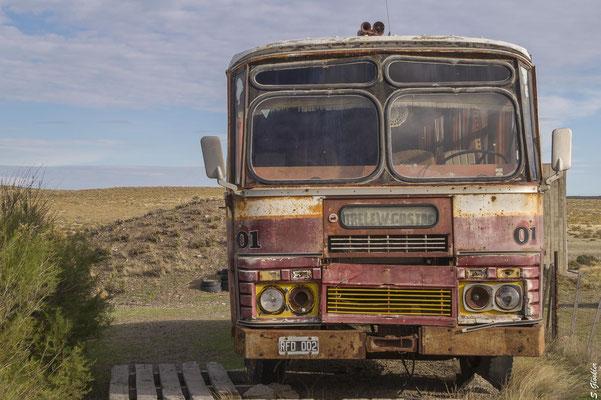 Verrostete Busse erinnern an die Blütezeit des Ortes