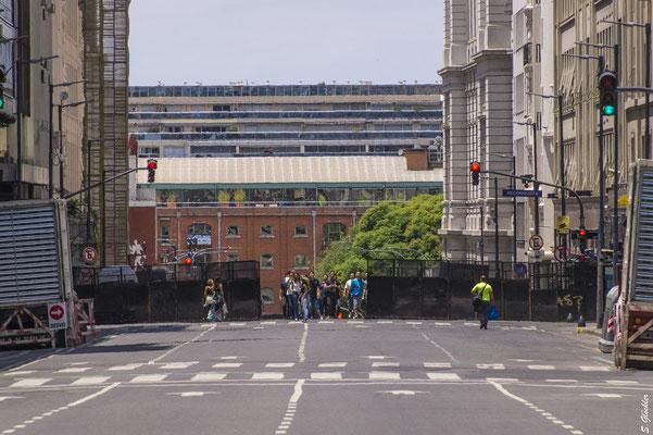 Fußgänger durften ins Zentrum...