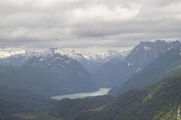 Lago Frías in der Ferne