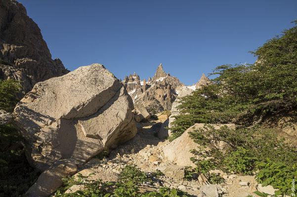 Wenn die Spitze des Cerro Catedral in Sicht ist, ist es nicht mehr weit bis zum Refugio Frey.