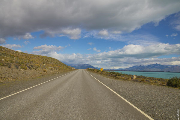 Entlang des Lago Argentino zum Perito Moreno Gletscher