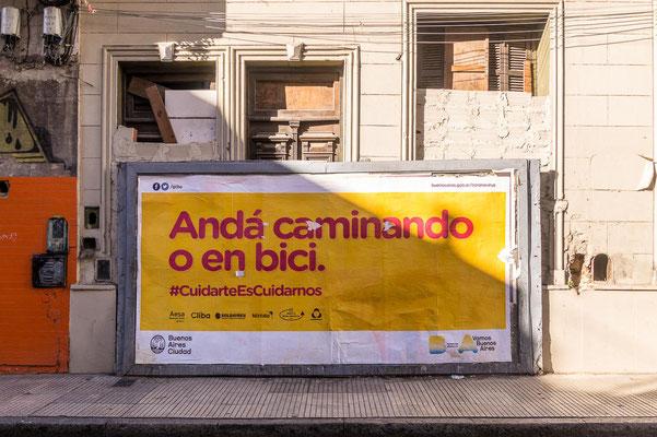 """""""Gehe zu Fuß oder mit dem Fahrrad"""", die Öffentlichen sind den Arbeitern in systemrelevanten Berufen vorenthalten"""