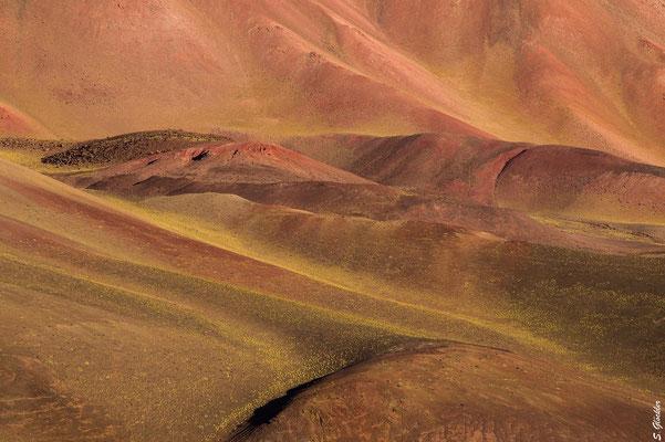 Farbenfrohe Bergwelt der Provinz La Rioja