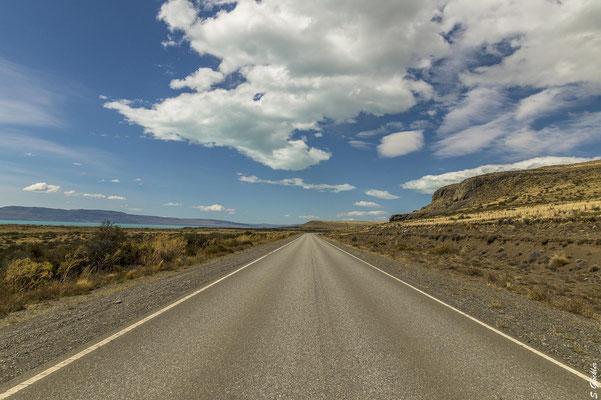 Straße zwischen Perito Moreno Gletscher & Calafate