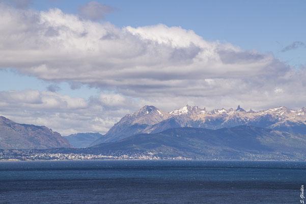 Blick auf Bariloche, den Nahuel Huapi See und das Catedral-Massiv