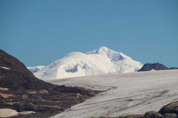 Die mächtigen Eisgipfel des Südlichen Patagonischen Eisfeldes im Blick
