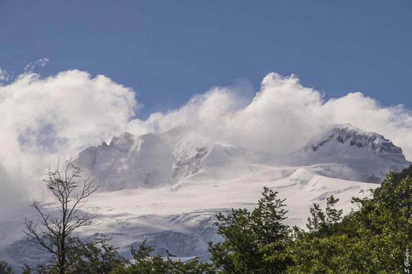 Cerro Tronador: Ein Gipfel gehört zu Argentinien, einer zu Chile und einer ist international