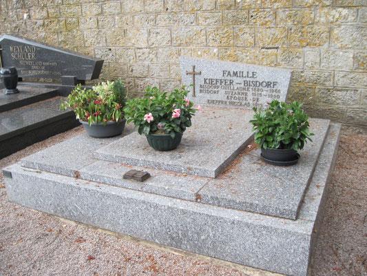 Monument funéraire en granit