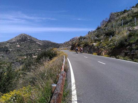 Strasse nach Estellencs - kilometerlang nur bergauf