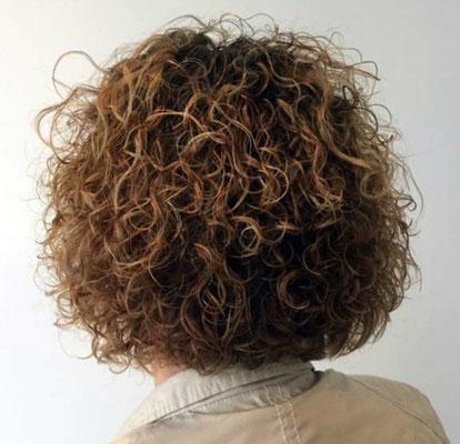 Natürliche Haarumformung